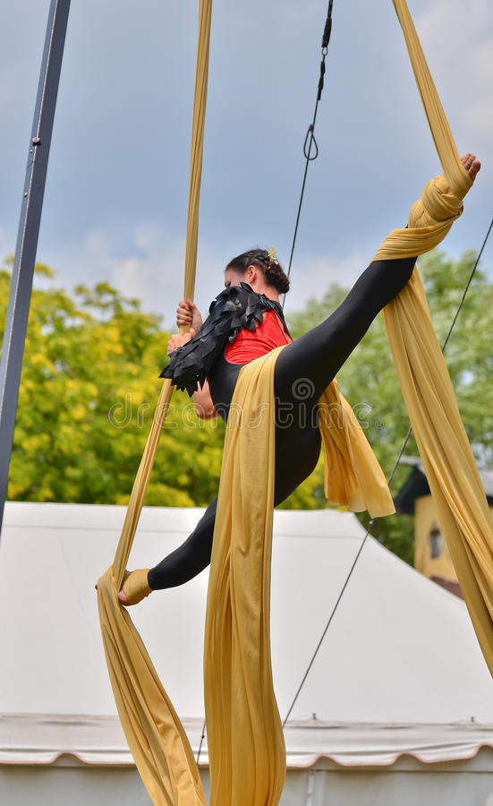 Download Hanging Splits editorial photo. Image of flexibility - 42796481
