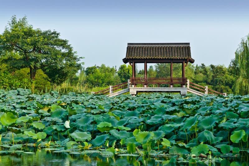 Hangzhou der Pavillon im Park lizenzfreie stockbilder