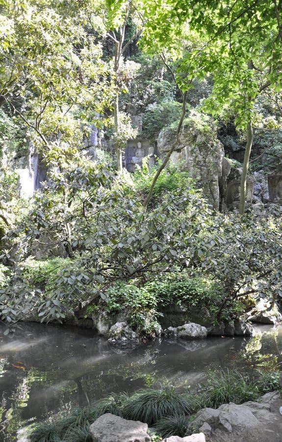 Hangzhou, derde kan: De gesneden standbeelden van Boedha steen van de grotten van Feilai Feng in Hangzhou stock afbeelding