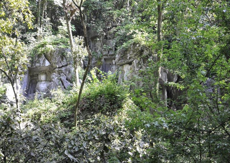 Hangzhou, derde kan: De gesneden standbeelden van Boedha steen van de grotten van Feilai Feng in Hangzhou stock afbeeldingen