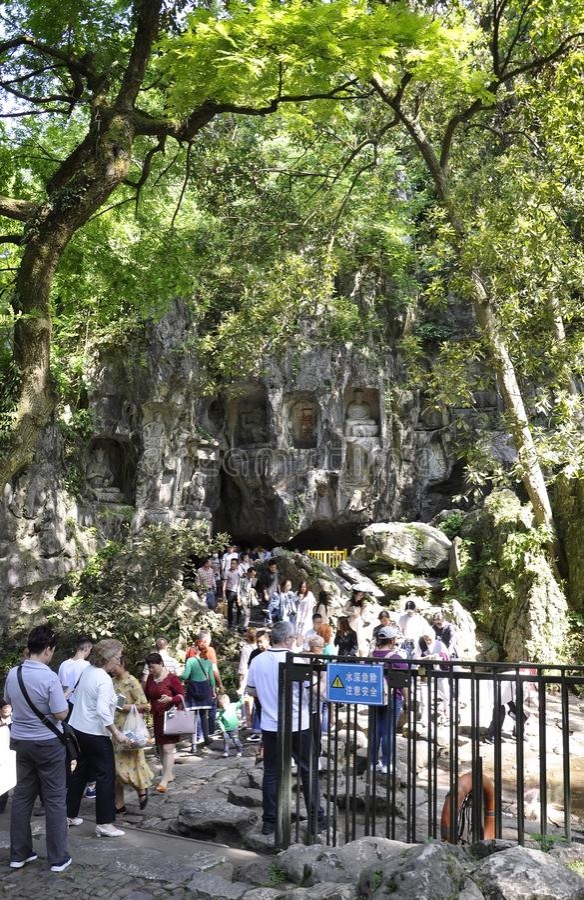 Hangzhou, derde kan: De gesneden standbeelden van Boedha steen van de grotten van Feilai Feng in Hangzhou royalty-vrije stock foto