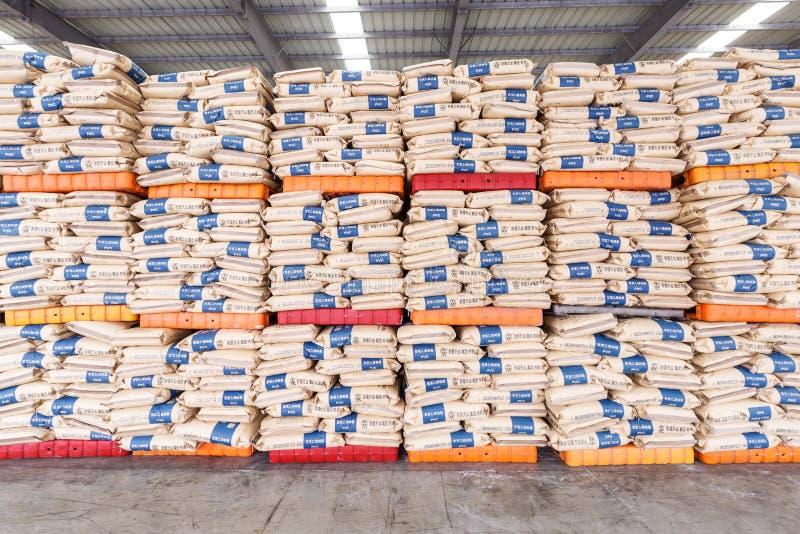 Hangzhou som norr frakter för drevstationen warehouse gods, travde upp många Polyvinylchlorid produkter, i porslin royaltyfri bild