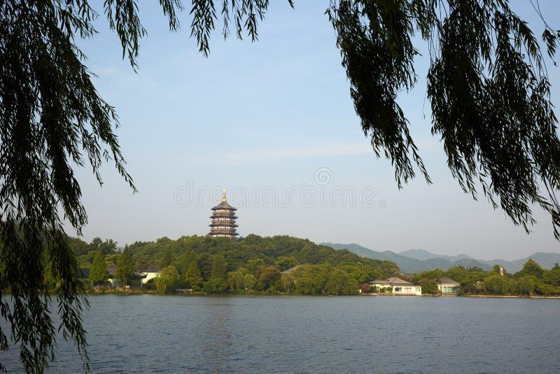 Hangzhou Zachodni jezioro i Leifeng wierza Zhejiang, Chiny zdjęcie stock