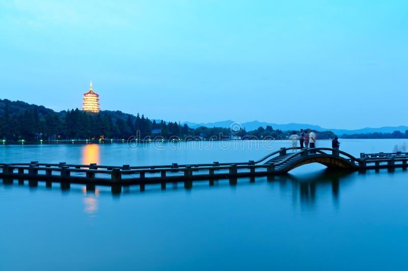 Hangzhou zachodnia jeziorna sceneria w wieczór zdjęcia royalty free
