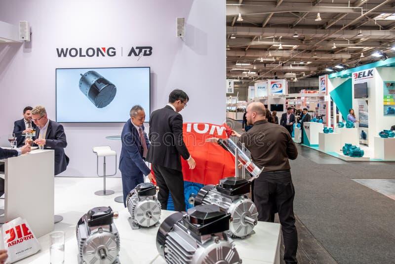 Hannover, Alemanha - 2 de abril de 2019: Wolong est? apresentando as inova??es as mais novas na FEIRA de HANNOVER imagem de stock royalty free