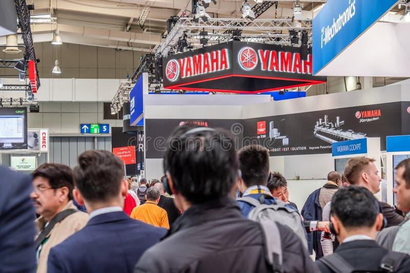 Hannover, Alemanha - 2 de abril de 2019: Yamaha est? apresentando suas inova??es mais novas no Hannover Messe fotografia de stock royalty free