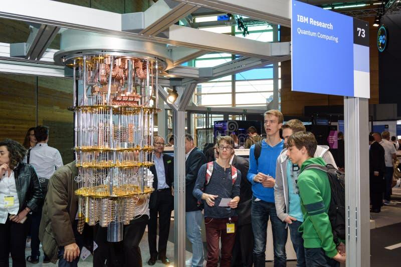 Hannover, Alemanha - 13 de junho de 2018: O IBM mostra um modelo do quantum fotografia de stock royalty free