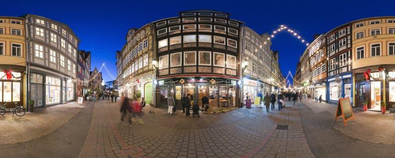 HANNOVER, ALEMANIA - 29 DE NOVIEMBRE DE 2011: Mercado tradicional de la Navidad en Hannover vieja imágenes de archivo libres de regalías