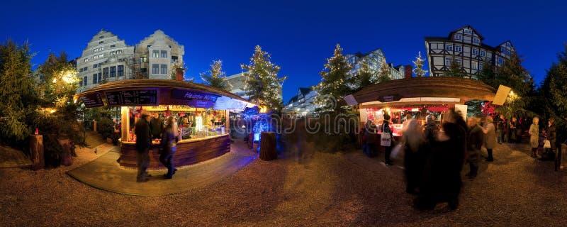 HANNOVER, ALEMANIA - 29 DE NOVIEMBRE DE 2011: Mercado tradicional de la Navidad en Hannover vieja imagen de archivo libre de regalías