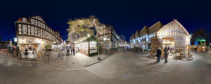 HANNOVER, ALEMANIA - 29 DE NOVIEMBRE DE 2011: Mercado tradicional de la Navidad en Hannover vieja imagen de archivo