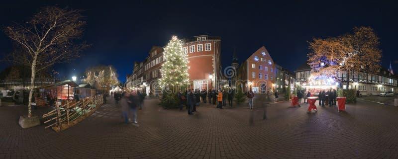 HANNOVER, ALEMANIA - 29 DE NOVIEMBRE DE 2011: Mercado tradicional de la Navidad en Hannover vieja fotografía de archivo libre de regalías