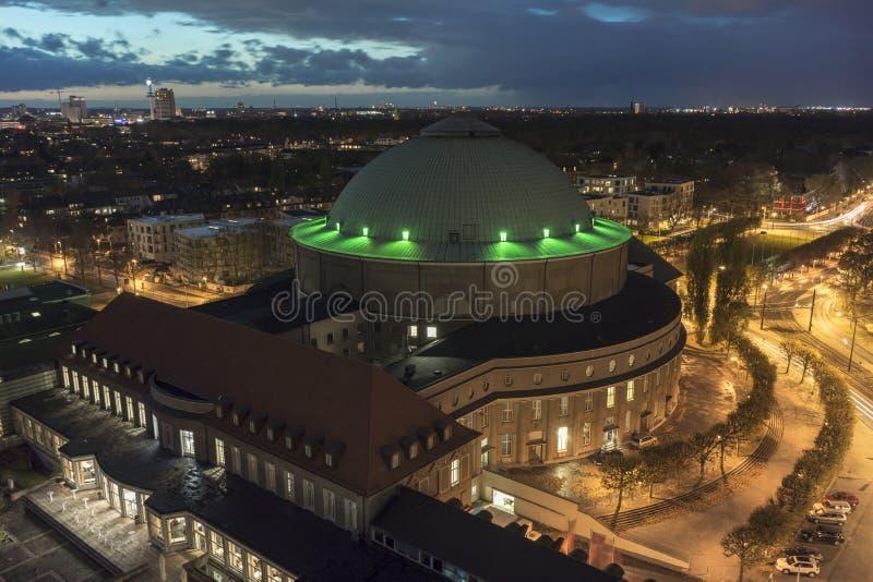 HANNOVER, ALEMANIA - 27 DE OCTUBRE DE 2013: Centro de congreso de Hannover fotos de archivo