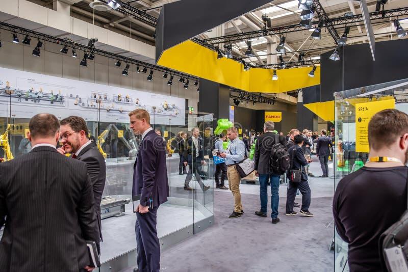 Hannover, Deutschland - 2. April 2019: FANUC stellt die neueste Generation von Robotern an der HANNOVER-MESSE vor lizenzfreie stockfotos