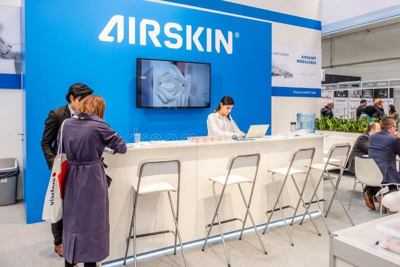 Hannover, Germania - 2 aprile 2019: Airskin sta visualizzando le nuove innovazioni a Hannover Messe immagine stock libera da diritti