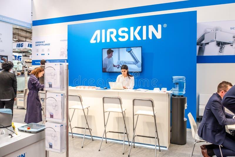 Hannover, Germania - 2 aprile 2019: Airskin sta visualizzando le nuove innovazioni a Hannover Messe fotografia stock libera da diritti