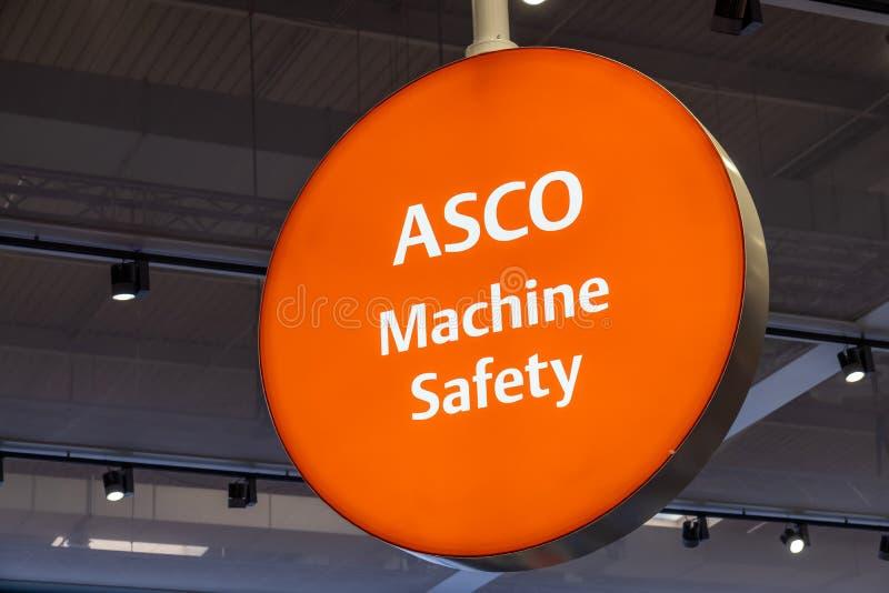 Hannover, Germania - 2 aprile 2019: ASCO sta visualizzando la competenza nella sicurezza della macchina a Hannover Messe fotografie stock