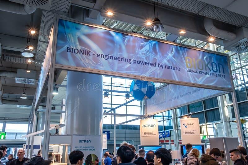 Hannover, Germania - 2 aprile 2019: Biokon sta visualizzando la competenza in Bionik a Hannover Messe fotografia stock libera da diritti
