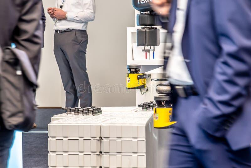 Hannover, Germania - 2 aprile 2019: Bosch Rexroth sta visualizzando la loro innovazione del cobot a Hannover Messe fotografie stock