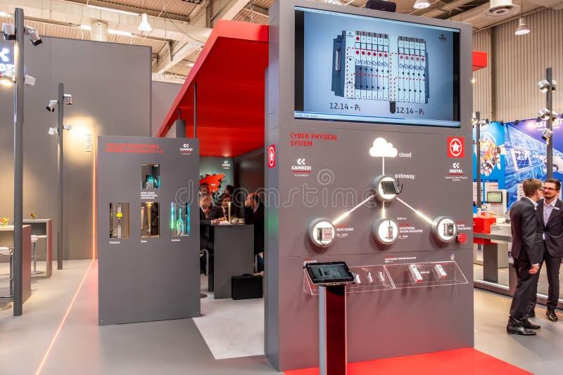 Hannover, Germania - 2 aprile 2019: Camozzi sta visualizzando l'innovazione continua a Hannover Messe fotografia stock