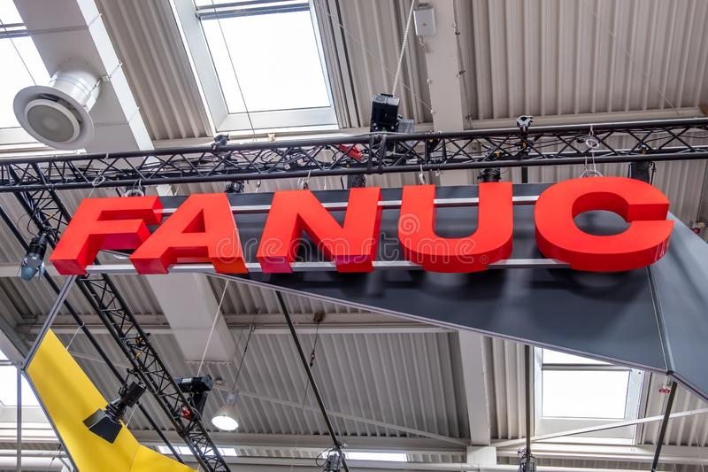 Hannover, Germania - 2 aprile 2019: FANUC sta presentando la pi? nuova generazione di robot alla FIERA di HANNOVER fotografie stock libere da diritti