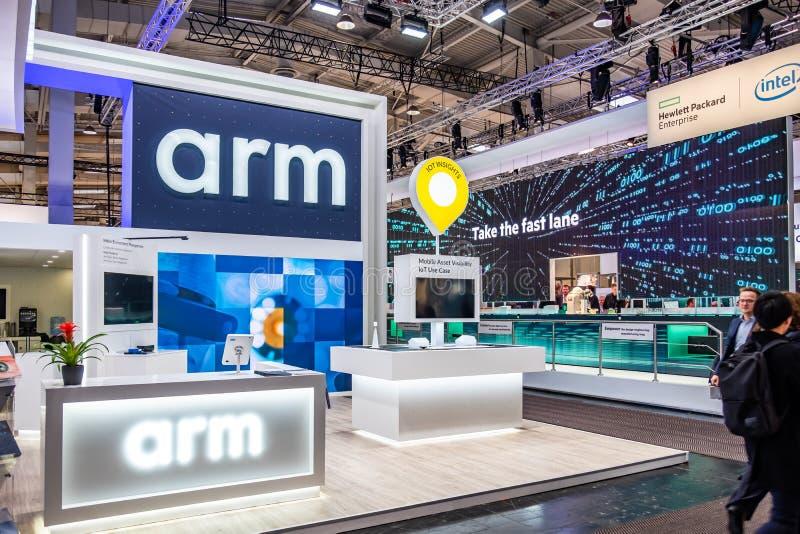 Hannover, Germania - 2 aprile 2019: Il braccio sta visualizzando le nuove innovazioni a Hannover Messe immagine stock