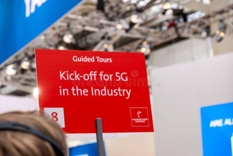 Hannover, Germania - 2 aprile 2019: L'industria sta invitando per il calcio iniziale 5G immagine stock libera da diritti