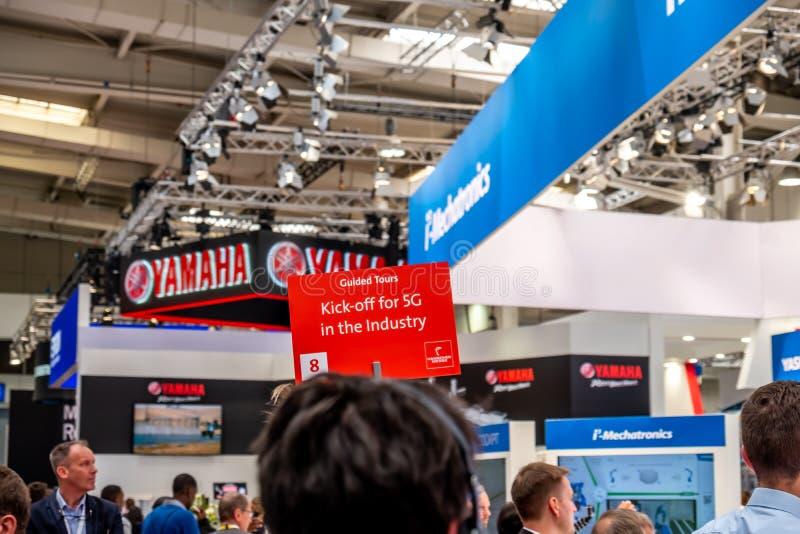 Hannover, Germania - 2 aprile 2019: L'industria sta invitando per il calcio iniziale 5G fotografia stock