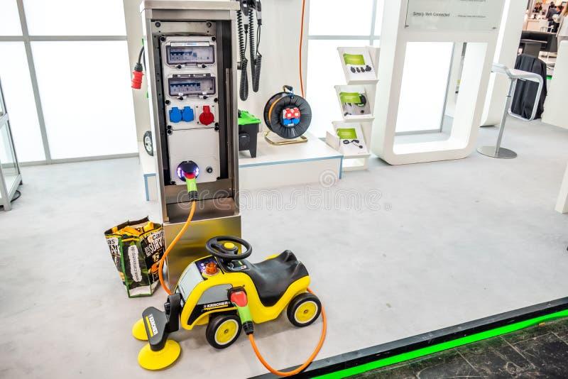 Hannover, Germania - 2 aprile 2019: La tecnologia di carico di pi? nuova e-mobilit? ? presentata alla fiera a Hannover immagini stock libere da diritti