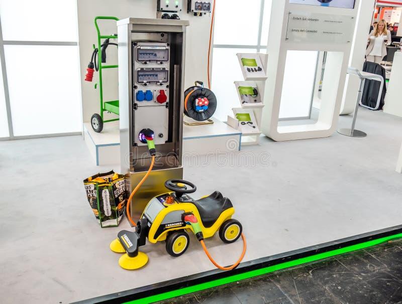 Hannover, Germania - 2 aprile 2019: La tecnologia di carico di pi? nuova e-mobilit? ? presentata alla fiera a Hannover fotografie stock