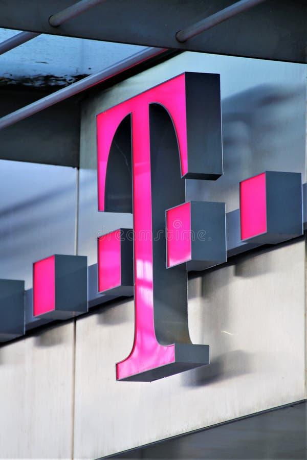 Hannover/Germania - 11/13/2017 - un'immagine di un logo di Telekom fotografia stock libera da diritti