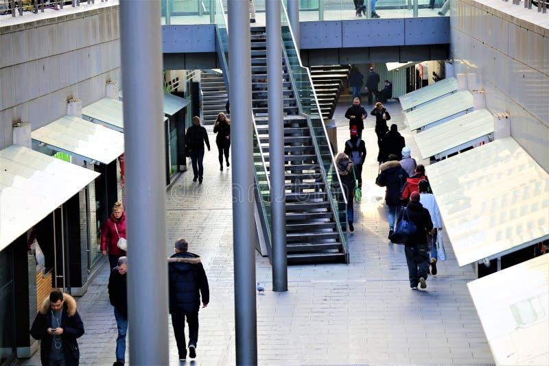 Hannover/Germania - 11/13/2017 - un'immagine di una strada dei negozi immagini stock