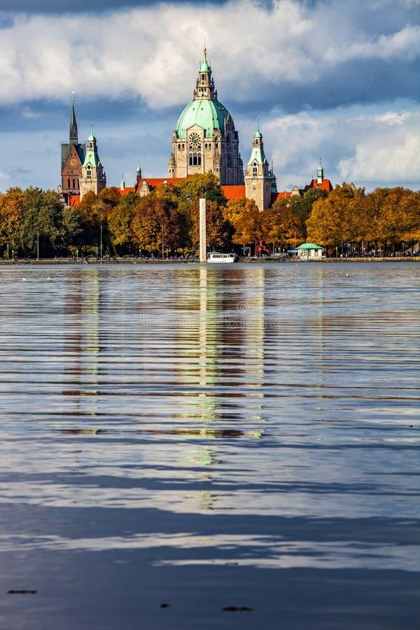 Hannover miasta nowy urząd miasta nad Maschsee jeziorem obrazy royalty free
