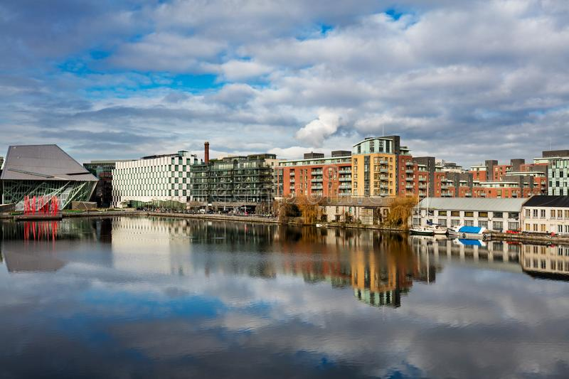Hannovre Quay dans le dock de Grand Canal, Dublin, Irlande photographie stock