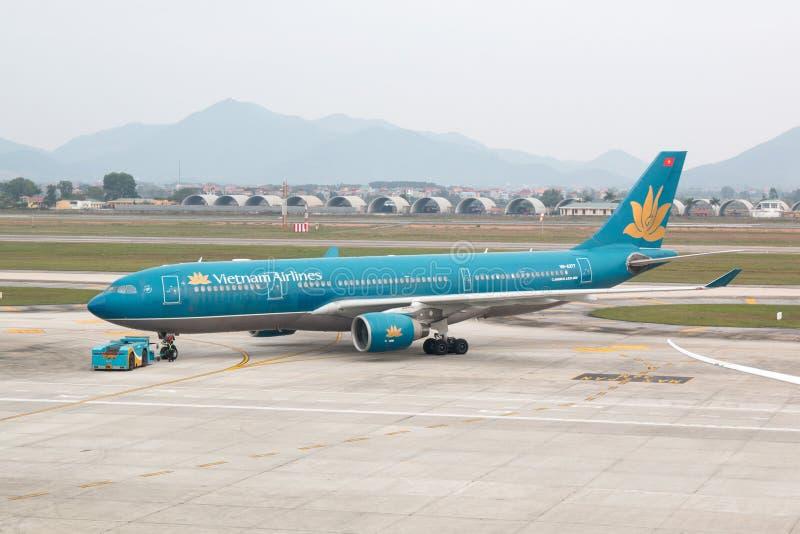 Hanoï, Vietnam - 20 janvier 2018 : Avions Airbus A330 de Vietnam Airlines - la ligne aérienne de transporteur de drapeau du pays  image stock
