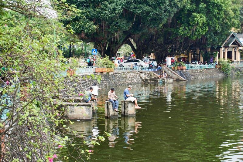 Hano?, Vietnam - l'AMI 01, 2019 : P?che de p?cheur au lac Truc Bach La capitale du Vietnam photo stock