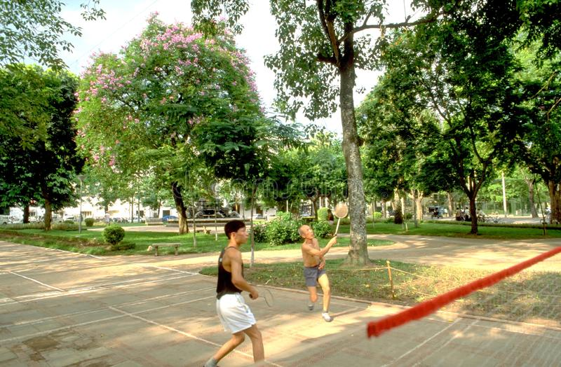 Hanoi: Mucha gente vietnamita está en buenas condiciones incluso en sus más viejos días imagen de archivo libre de regalías