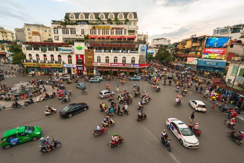 HANOI, VIETNAM - 19 agosto 2016: L'ingorgo stradale fotografia stock libera da diritti