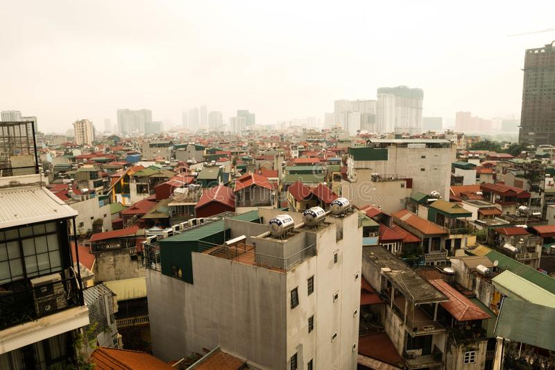 Hanoi Vietnam - 02 April 2019 Flyg- sikt av Hanoi cityscape på solnedgångtid arkivfoton