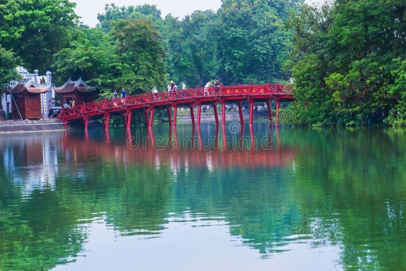 Hanoi Vietnam - Augusti 2016 Hanoi röd bro royaltyfri foto
