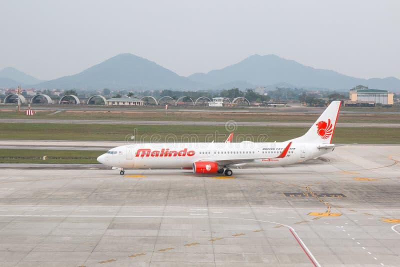 Hanoi Vietnam - Januari 20, 2018: Flygplan Boeing 737 av Malindo flygbolag på den Noi Bai flygplatsen Noi Bai International Airpo arkivfoton