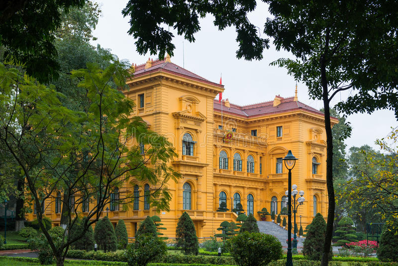 Hanoi Vietnam Mars 12:: Byggnad regerings- husfranskastil royaltyfria foton
