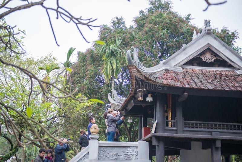 Hanoi Vietnam Mars 12:: Den en pelarpagoden eller Chua Mot Cot är fotografering för bildbyråer