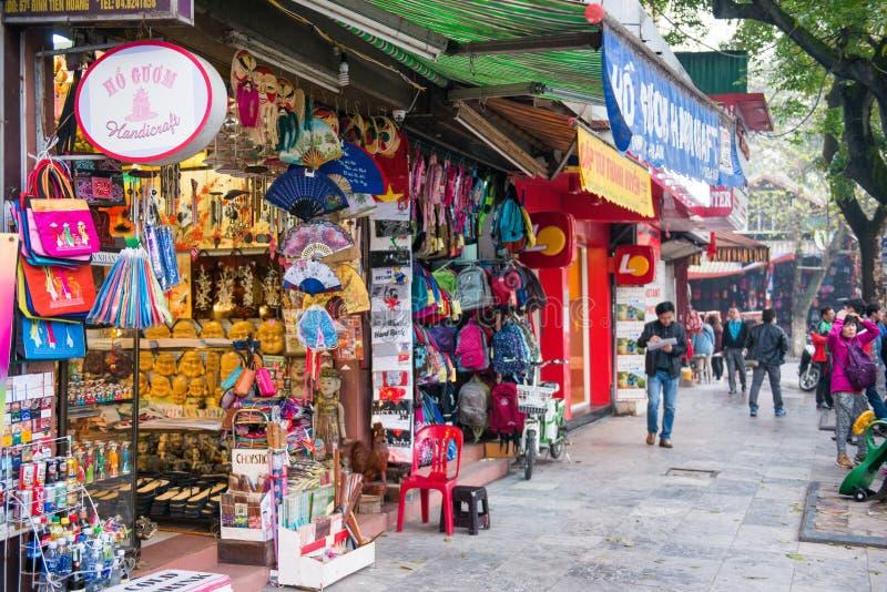 Hanoi Vietnam Mars 13:: shoppa på Hanoi 36 gamla gator på Hanoi ci royaltyfria foton