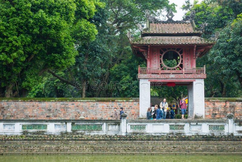 Hanoi Vietnam Mars 12:: Van Mieu eller templet av litteratur är Coll royaltyfri fotografi