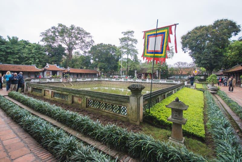 Hanoi Vietnam Mars 12:: Van Mieu eller templet av litteratur är Coll arkivfoton