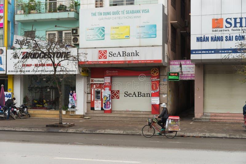 Hanoi Vietnam - Mars 15, 2015: Yttre främre sikt av Seabank i gata för Xa Dan Grundat i 1994, den South East Asia reklamfilmen Jo royaltyfria foton
