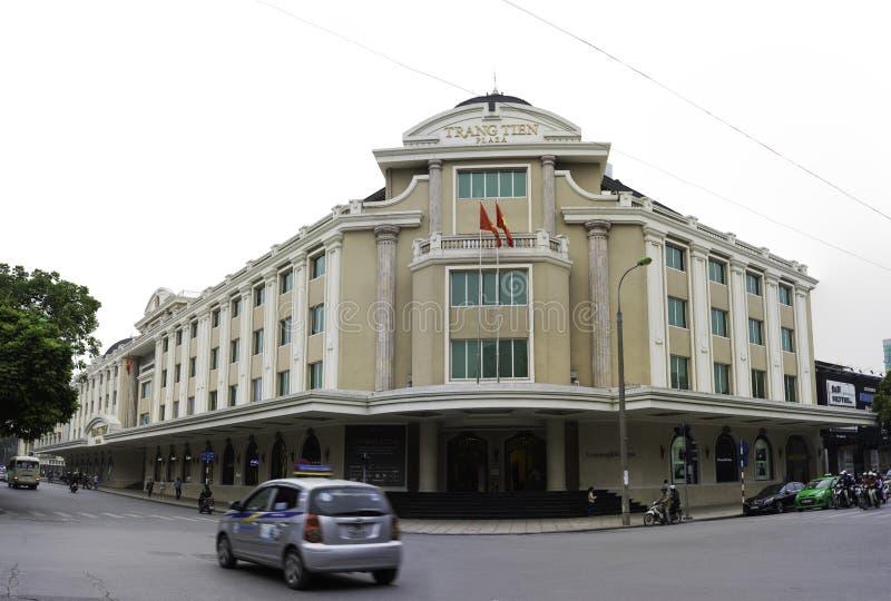 Hanoi Vietnam - November 16, 2014: Yttre sikt av den Trang Tien plazaen som lokaliseras i Trang Tien - Hang Bai tvärgator, nära H royaltyfria foton