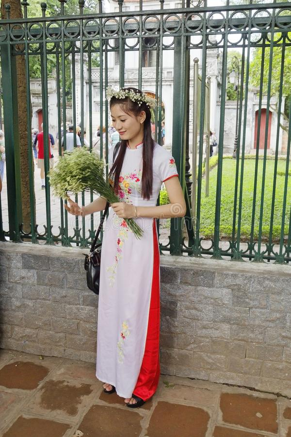 Hanoi, Vietnam, ragazza vietnamita Costume vietnamita nazionale fotografie stock