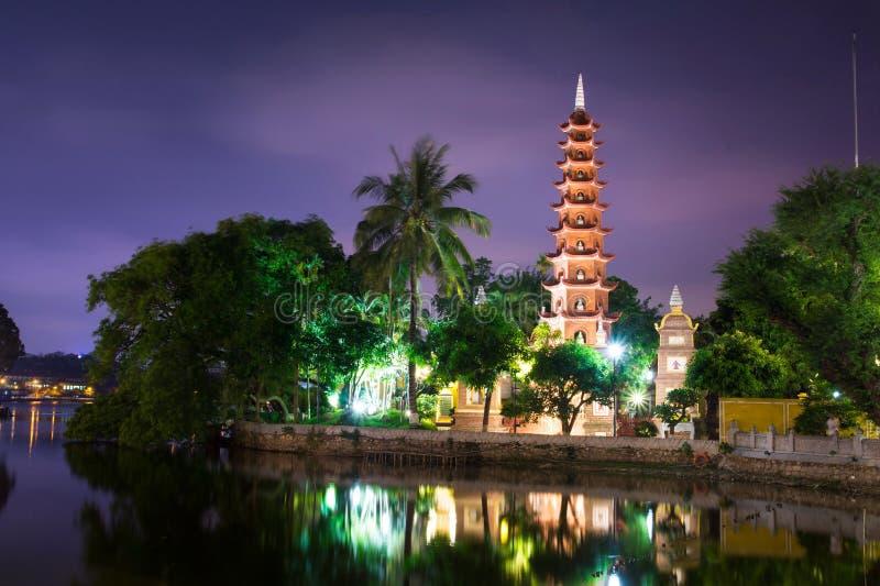 HANOI WIETNAM, MAJ, - 22, 2017: Tranu Quoc pagoda stary Budd zdjęcia stock