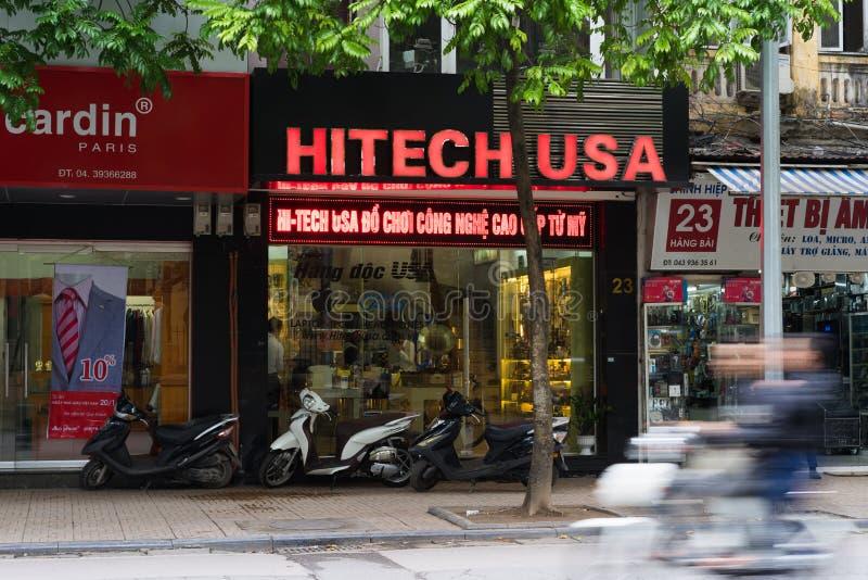 Hanoi Wietnam, Nov, - 16, 2014: Frontowy widok elektroniczny sklep w zrozumienia Bai ulicie Wietnam zostać potencjalnym nowoczesn zdjęcie stock